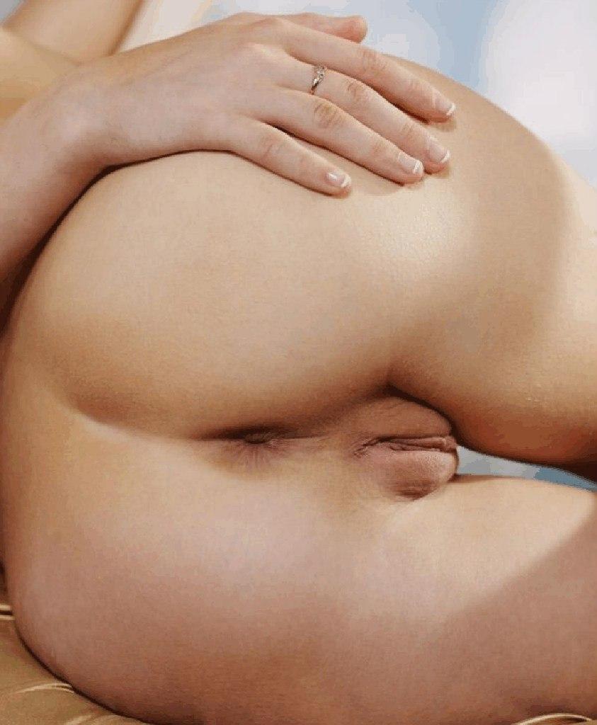 Подборка голых красоток с бритыми кисками из соцсети 3 фото