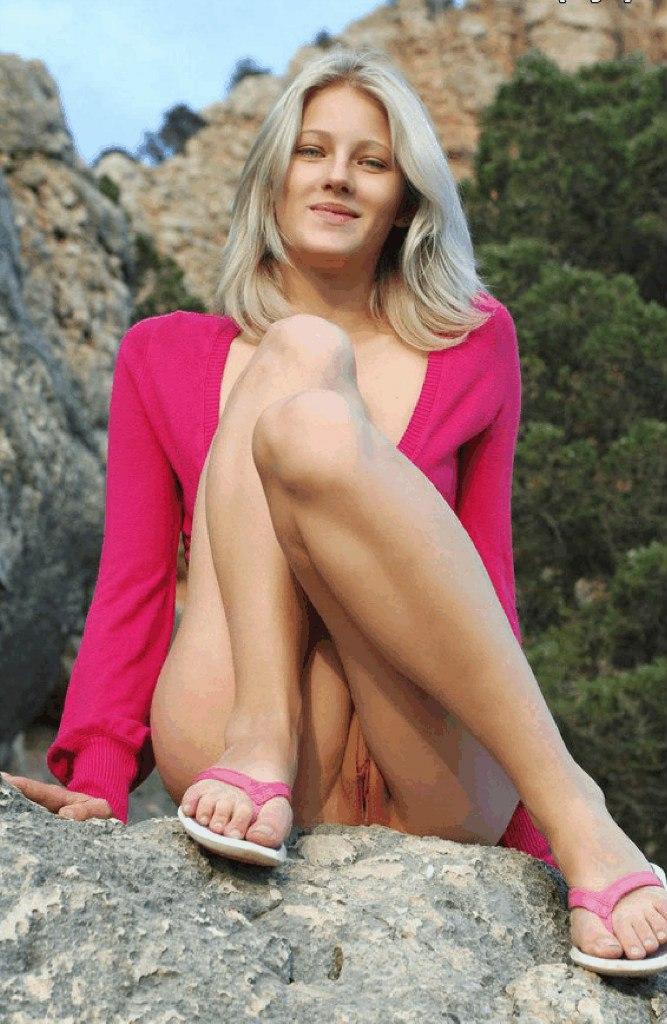 Подборка голых красоток с бритыми кисками из соцсети 8 фото