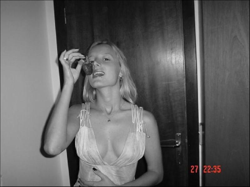 Парни снимают голых подружек перед сексом 8 фото
