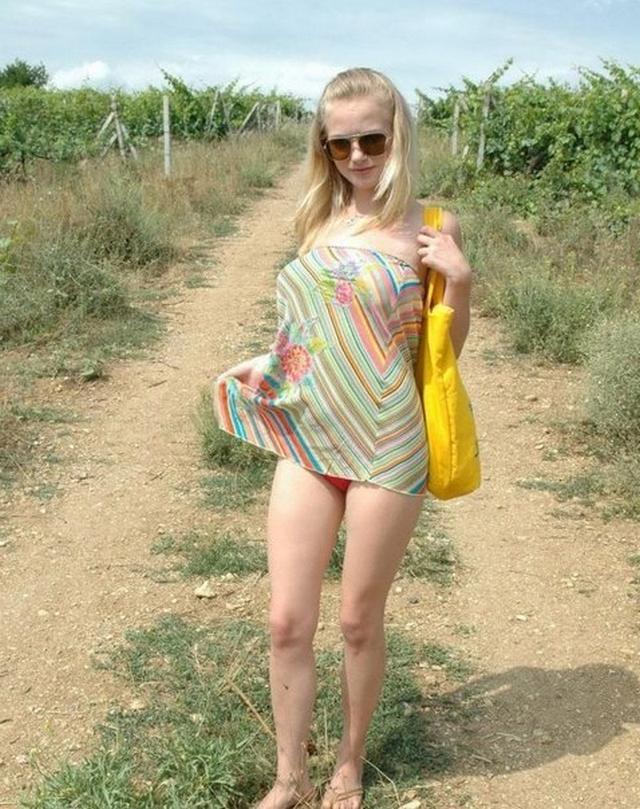 Жаркий отдых в деревне блондинки из Беларуси 16 фото