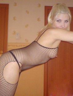 Озорная блондинка с непростым горячим характером любит гостей