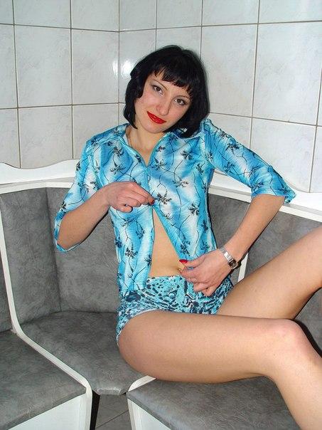 Украинская мамаша разделась догола на кухне 16 фото