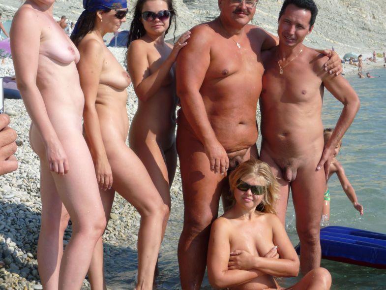 Девушки на пляже у голого мужика 15 фото