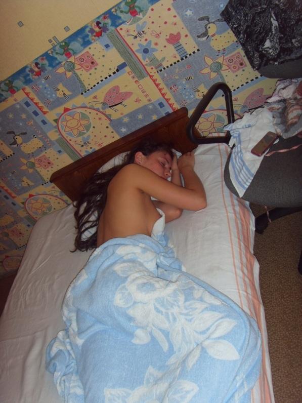 Замужняя россиянка разделась перед супружеским сексом 4 фото