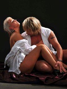Зрелая блондинка выложила свою интимную жизнь напоказ