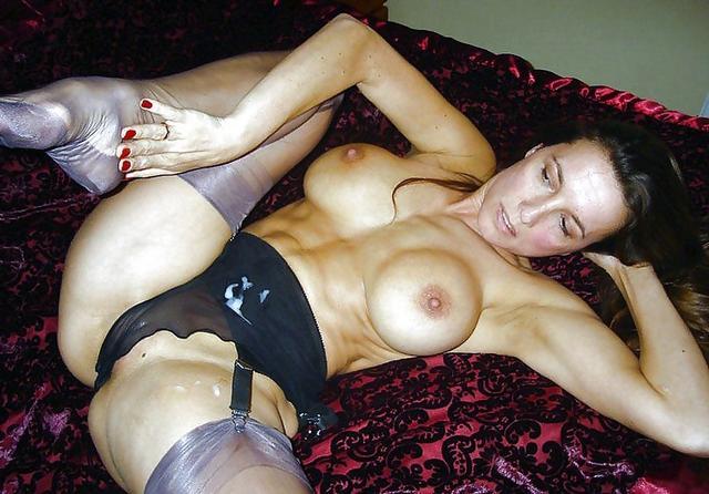 Грудастые девушки играют со своими телами 28 фото