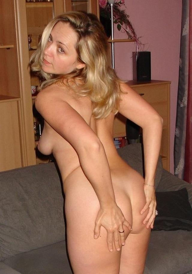 Грудастые девушки играют со своими телами 37 фото