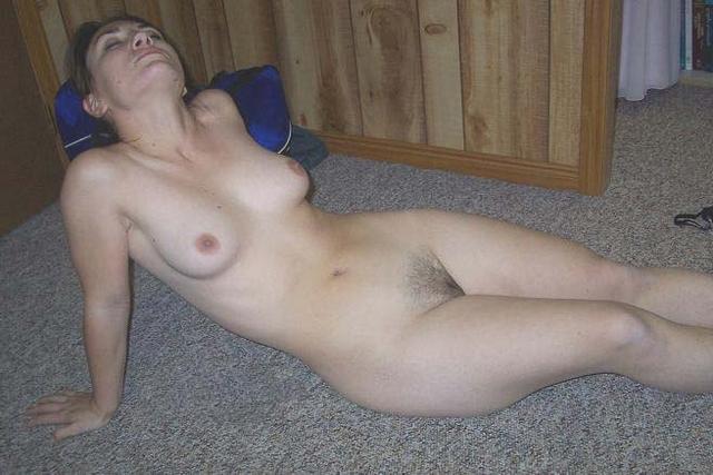 Грудастые девушки играют со своими телами 24 фото