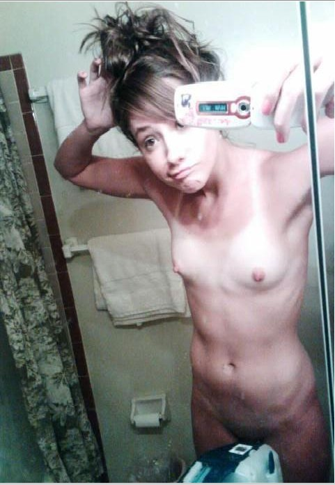 Селфи голых милашек в зеркалах из Твиттера 2 фото