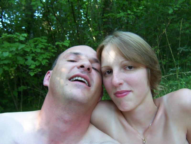 Европейские свингеры развлекаются голышом 12 фото