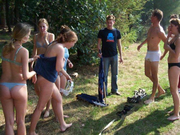 В сеть попали снимки голых американок на фестивале 6 фото