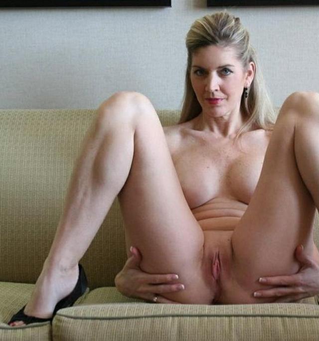 Парень опубликовал коллекцию голых любовниц за 45 2 фото