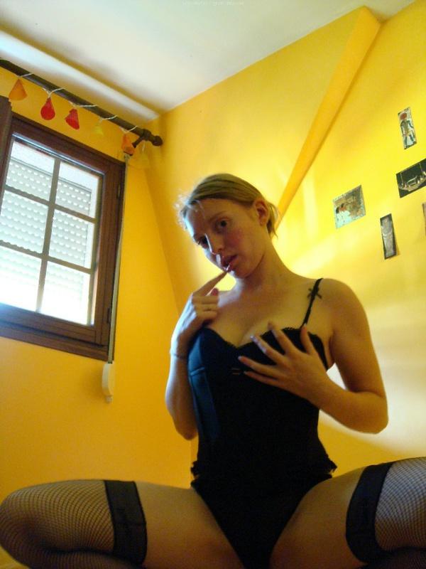 Принимает дома душ показав волосатую вагину 19 фото