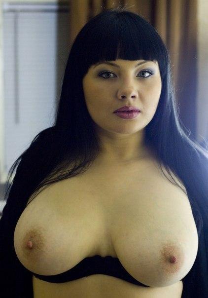 Мамочки с большой грудью откровенно позируют без одежды 25 фото