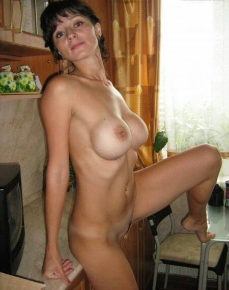 Мамочки с большой грудью откровенно позируют без одежды 1 фото