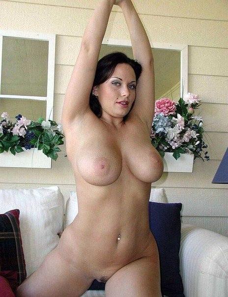 Мамочки с большой грудью откровенно позируют без одежды 3 фото