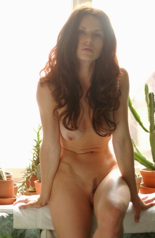 Утренние ласки рыжей красавицы со стройным телом 6 фото