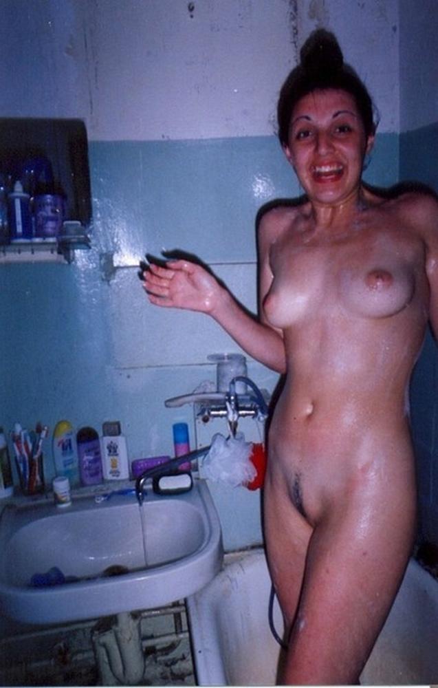 Голые баловницы принимают ванную и купаются в душе 19 фото