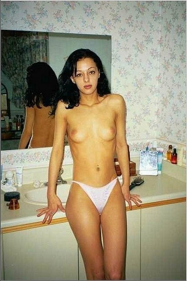Голые баловницы принимают ванную и купаются в душе 17 фото