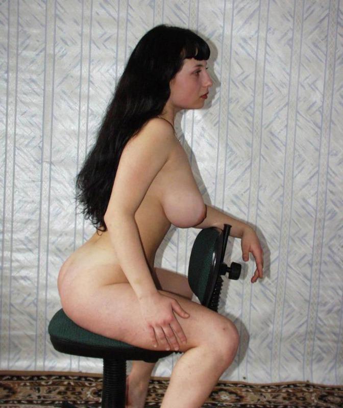 Одинокая гимнастка оголила волосатую письку и здоровые буфера 15 фото