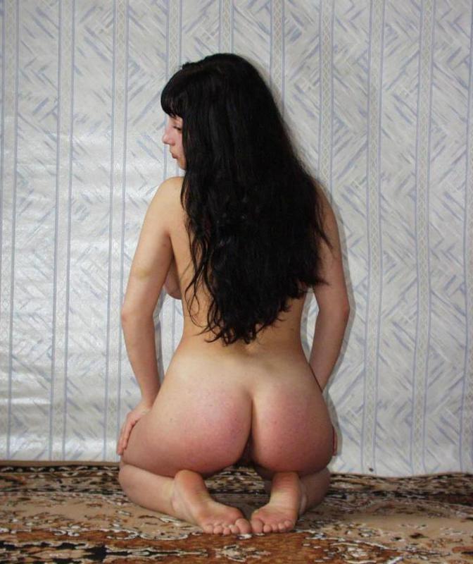 Одинокая гимнастка оголила волосатую письку и здоровые буфера 7 фото