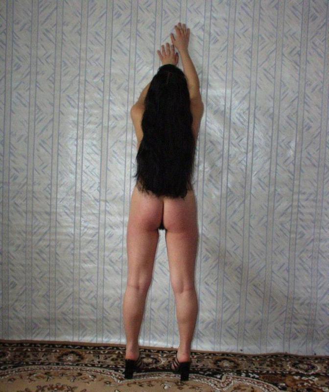 Одинокая гимнастка оголила волосатую письку и здоровые буфера 4 фото