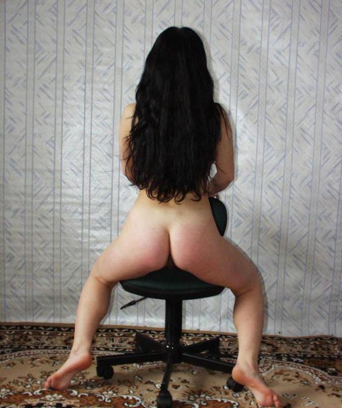 Одинокая гимнастка оголила волосатую письку и здоровые буфера 11 фото