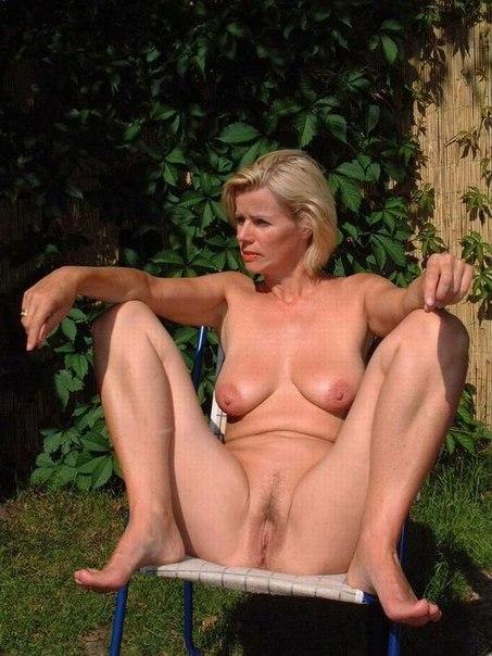 Зрелые давалки раскрывают свои вагины 13 фото