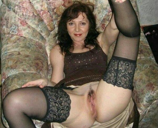 Зрелые давалки раскрывают свои вагины 4 фото