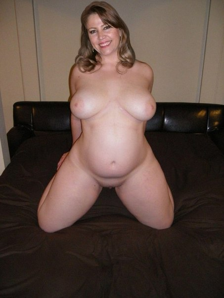 Зрелые давалки раскрывают свои вагины 12 фото