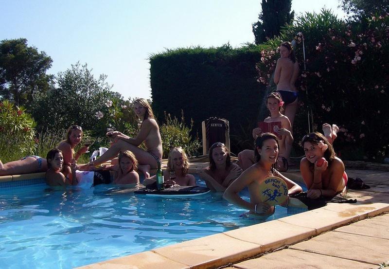 Пьяные студентки из Штатов купаются в бассейне голышом после вина 4 фото