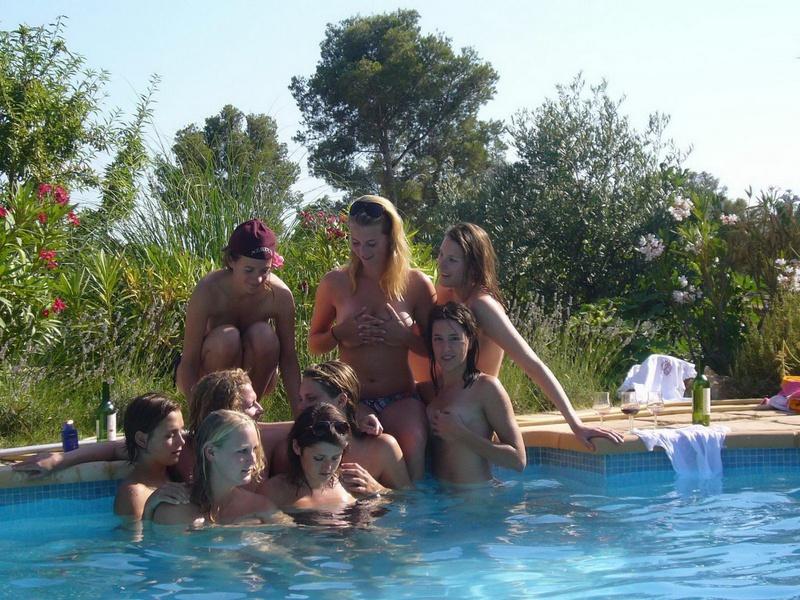 Пьяные студентки из Штатов купаются в бассейне голышом после вина 10 фото