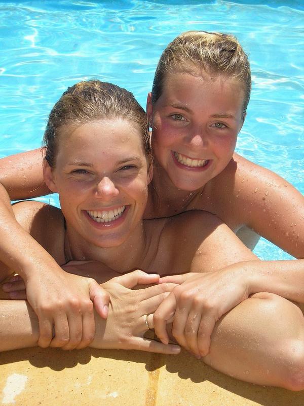 Пьяные студентки из Штатов купаются в бассейне голышом после вина 12 фото