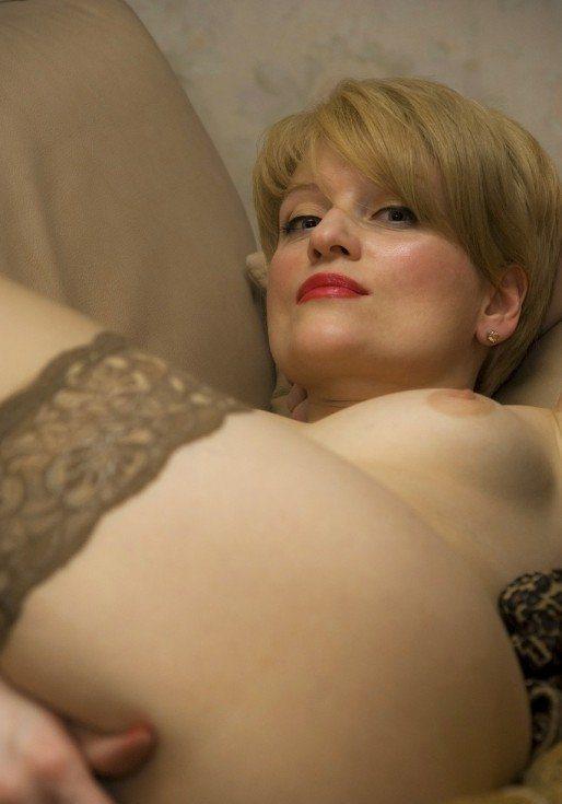 Жена купила новые чулки и голая показывает их мужу 7 фото