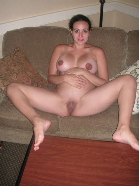 Балуется с секс игрушкой затем получает член в дырку 3 фото