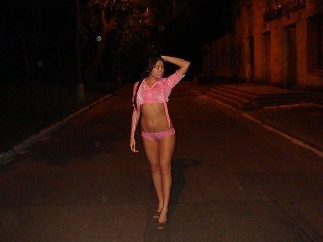 Давалка из Киева красуется титьками и попкой в соцсетях 9 фото
