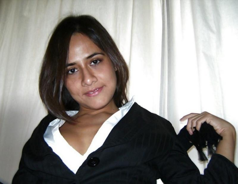 Красивая мексиканка виляет сочной жопой перед мужем 3 фото