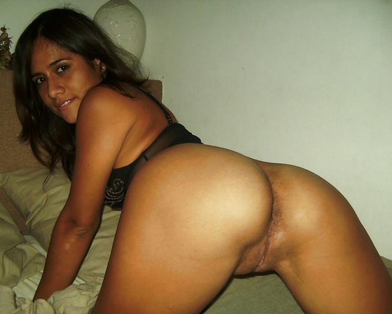 Красивая мексиканка виляет сочной жопой перед мужем 19 фото