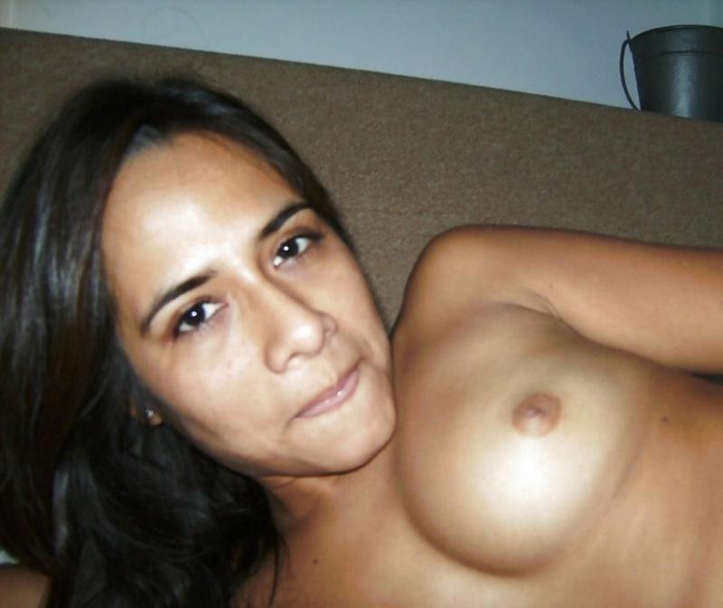 Красивая мексиканка виляет сочной жопой перед мужем 15 фото