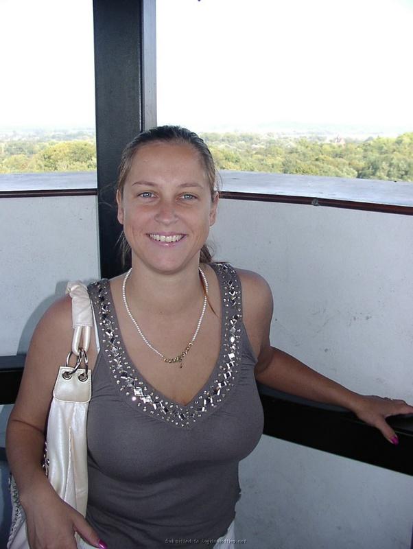 Полноватая женщина раздевается 2 фото