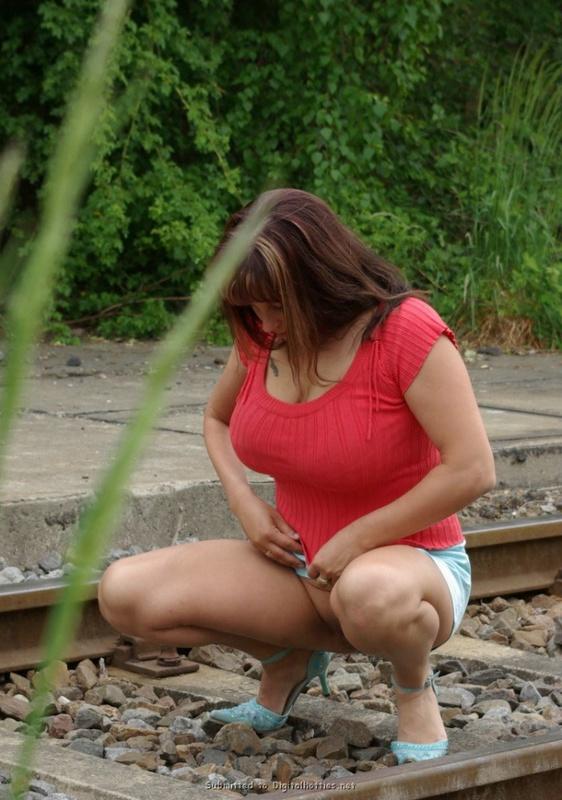 Полноватая женщина раздевается 33 фото