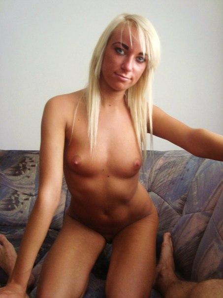 Блондинка сосет письку и получает порево анала 2 фото