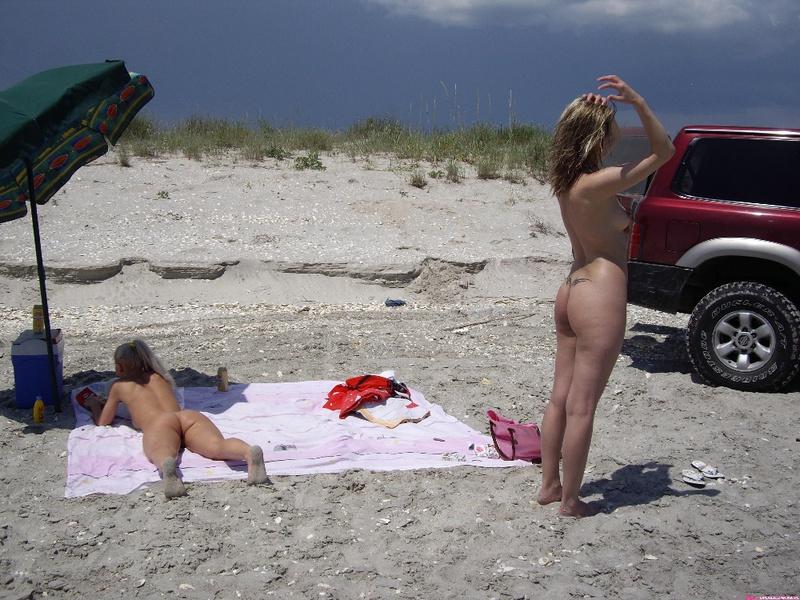 Групповой секс любителей на безлюдном пляже 1 фото
