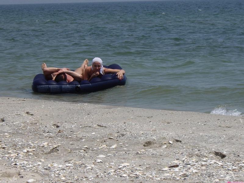 Групповой секс любителей на безлюдном пляже 20 фото