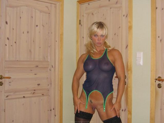 Мускулистая американка примерила прозрачный купальник 6 фото