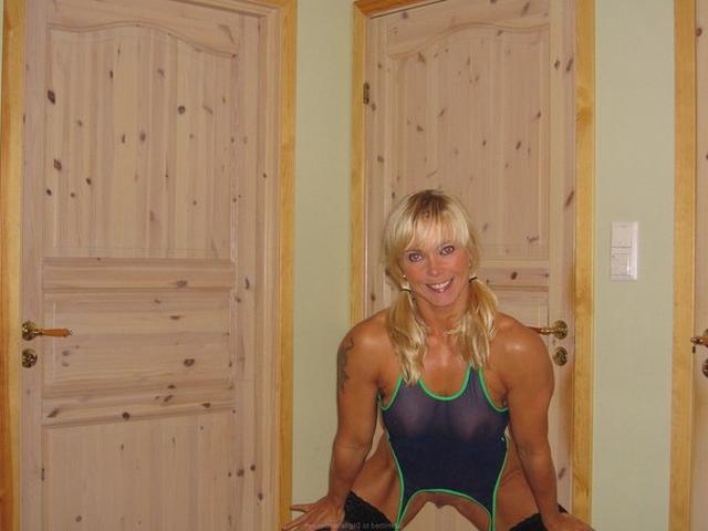 Мускулистая американка примерила прозрачный купальник 7 фото