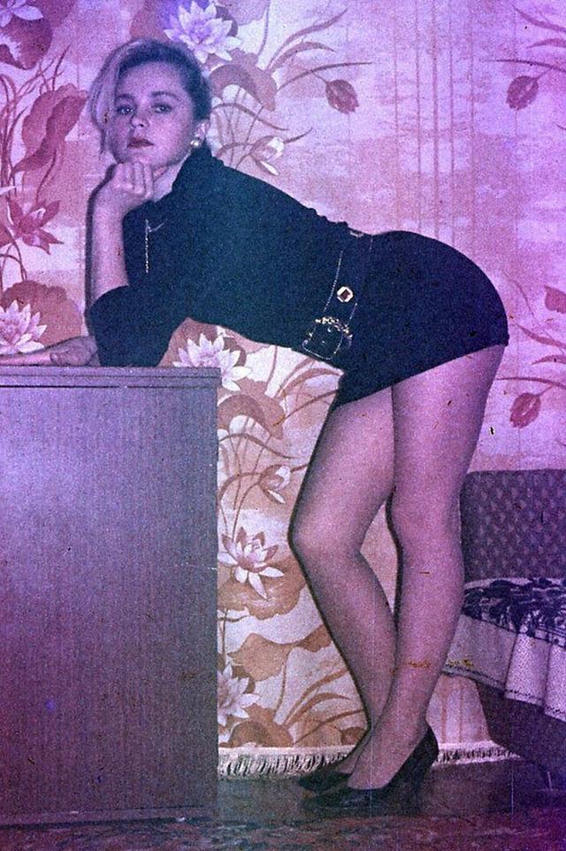 Ретро снимки блондинки из СССР с волосатой писей 3 фото