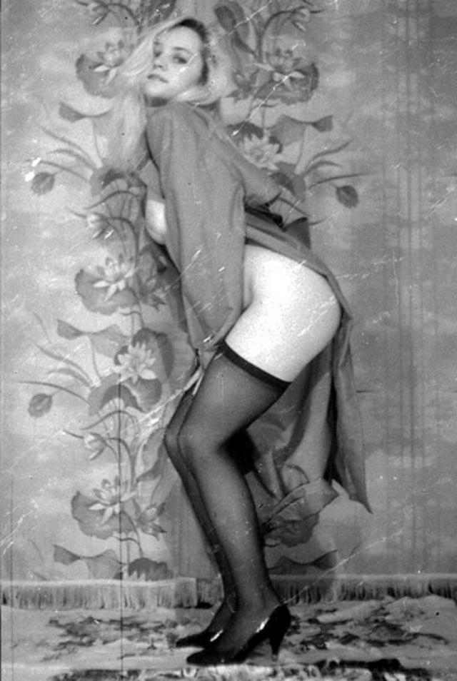 Ретро снимки блондинки из СССР с волосатой писей 14 фото