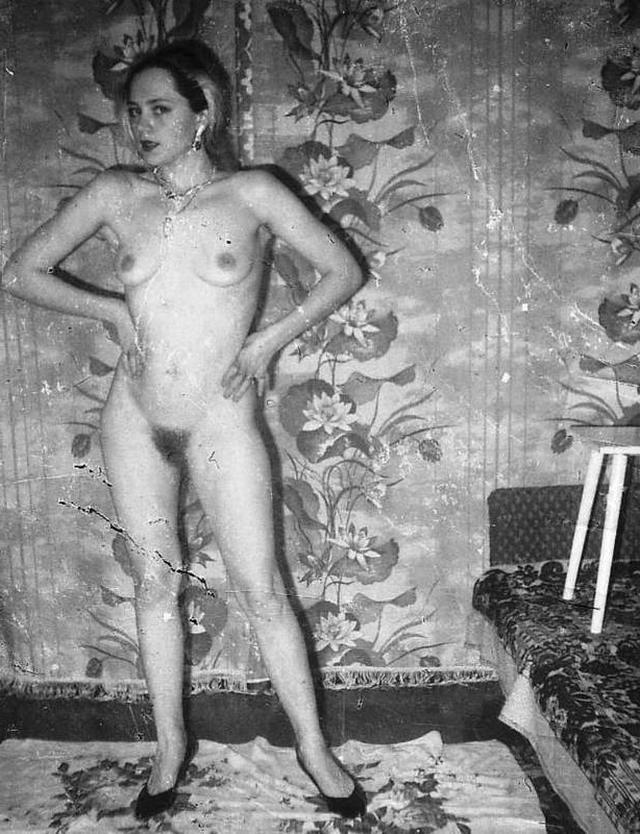 Ретро снимки блондинки из СССР с волосатой писей 5 фото