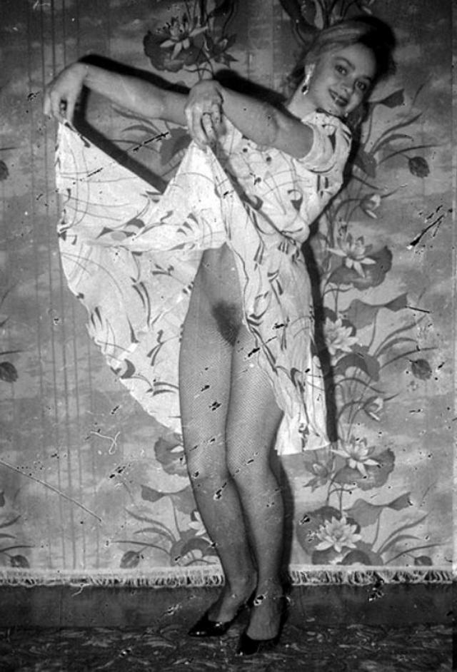 Ретро снимки блондинки из СССР с волосатой писей 4 фото